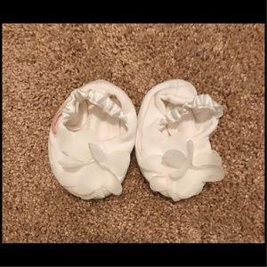 NWOT Baby Biscotti White Flower Baby Booties